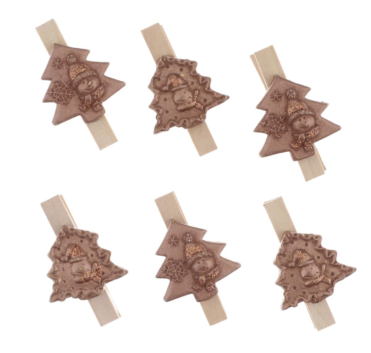 Декоративная прищепка Феникс-презент Елочки, 6 шт38654Набор Феникс-презент Елочки состоит из 6 декоративных украшений на прищепке, изготовленных из полирезина и дерева. Изделия станут прекрасным дополнением к оформлению вашего интерьера. Они используются для развешивания стикеров на веревке, маленьких игрушек, а оригинальность и веселые цвета прищепок будут радовать глаз и поднимут настроение.