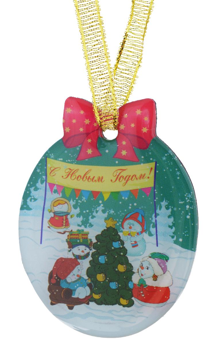 Магнит Феникс-презент Снеговики с елочкой, 4,6 x 6 см38383Магнит Феникс-презент Снеговики с елочкой, изготовленный из агломерированного феррита, оформлен красочным изображением и надписью С Новым годом!. Благодаря специальной текстильной петельке изделие можно прикрепить не только на магнитную поверхность, но и подвесить в любом понравившемся вам месте. Такой магнит пополнит коллекцию уже существующих сувениров или станет началом новой коллекции. Он надолго сохранит память о замечательном дне и о том, кто вручил подарок. Материал: агломерированный феррит, текстиль.