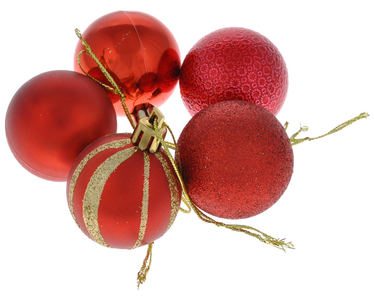 Набор новогодних подвесных украшений EuroHouse Шар, цвет: золотистый, красный, диаметр 4 см, 5 штЕХ 10988Набор новогодних подвесных украшений EuroHouse Шар, изготовленный из пластика, прекрасно подойдет для праздничного декора новогодней ели. Набор состоит из 5 украшений в виде шаров. В комплект входит 1 глянцевый шар, 1 матовый, 1 с глиттером, 1 глянцевый с рисунком, 1 с рельефным узором. Для удобного размещения на елке на каждом украшении предусмотрена текстильная петелька. Елочная игрушка - символ Нового года. Она несет в себе волшебство и красоту праздника. Создайте в своем доме атмосферу веселья и радости, украшая новогоднюю елку нарядными игрушками, которые будут из года в год накапливать теплоту воспоминаний. Откройте для себя удивительный мир сказок и грез. Почувствуйте волшебные минуты ожидания праздника, создайте новогоднее настроение вашим дорогим и близким.