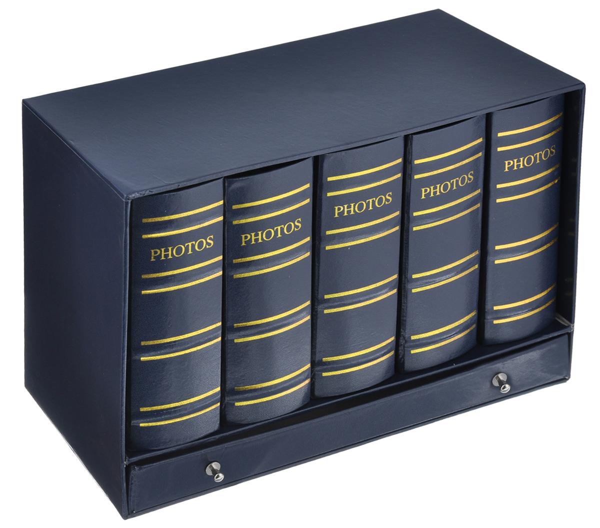 Набор фотоальбомов Image Art Библиотека, 100 фотографий, 10 х 15 см, 5 штArt -500Набор Image Art Библиотека, состоящий из пяти фотоальбомов, поможет красиво оформить ваши фотографии. Обложки фотоальбомов выполнены из толстого картона, обтянутого искусственной кожей. Внутри содержится блок из 50 листов с фиксаторами-окошками из ПВХ. Каждый альбом рассчитан на 100 фотографий формата 10 см х 15 см. Альбомы вставляются в подарочную коробку, оснащенную ящиком для хранения различных мелочей. Нам всегда так приятно вспоминать о самых счастливых моментах жизни, запечатленных на фотографиях. Поэтому фотоальбом является универсальным подарком к любому празднику. Количество альбомов: 5 шт. Количество листов в одном альбоме: 50 шт. Число мест для фотографий в одном альбоме: 100 шт. Размер фотоальбома: 12,5 см х 6 см х 16,5 см.