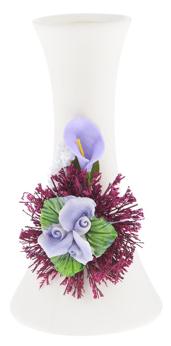 Ваза Sima-land Лилипутик. Роза, высота 15,2 см493724Ваза Sima-land Лилипутик. Роза изготовлена из прочной керамики. Она имеет оригинальную форму и оформлена декором в виде объемных цветов и засушенных веточек растений. Такая изящная ваза с легкостью впишется практически в любой интерьер. Она станет изумительным подарком, который доставит радость, ведь это не только красивый, но еще и функциональный презент.