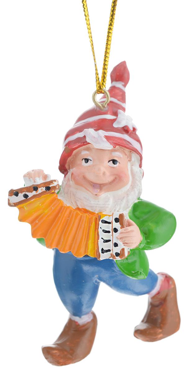 Новогоднее подвесное украшение Феникс-презент Гном с гармонью38981Новогоднее украшение Феникс-презент Гном с гармонью, изготовленное из высококачественного полирезина, прекрасно подойдет для праздничного декора дома и новогодней ели. С помощью специальной текстильной петельки его можно повесить в любом понравившемся вам месте. Елочная игрушка - символ Нового года. Она несет в себе волшебство и красоту праздника. Создайте в своем доме атмосферу веселья и радости, украшая новогоднюю елку нарядными игрушками, которые будут из года в год накапливать теплоту воспоминаний.