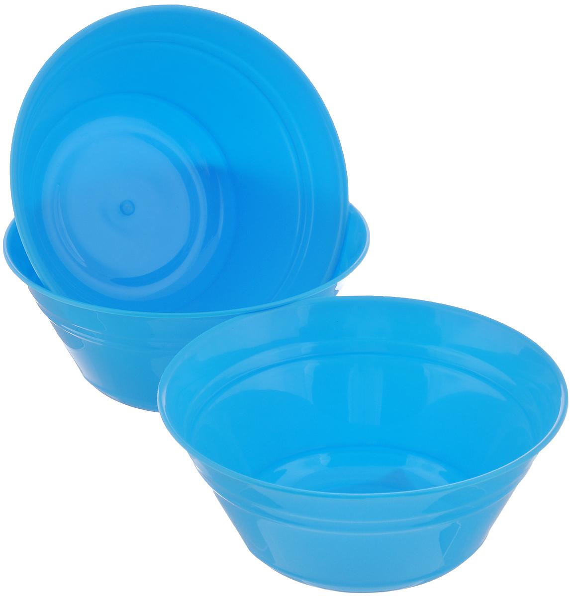 Набор салатников Berossi Patio, цвет: голубой, 1 л, 3 штИК13147000Набор Berossi Patio состоит из трех круглых салатников, выполненных из пищевого пластика. Стенки украшены рельефными полосками. Такие салатники прекрасно подойдут для сервировки закусок, нарезок, салатов и других блюд. Набор прекрасно оформит праздничный стол и удивит вас изысканным дизайном. Диаметр салатника (по верхнему краю): 18 см.