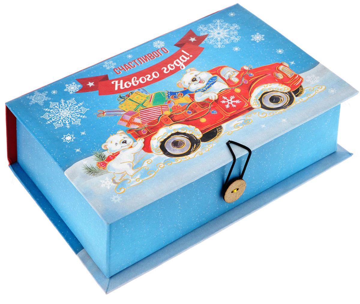 Подарочная коробка Феникс-Презент Медвежата и автомобиль, 20 см х 14 см х 6 см39256Подарочная коробка Феникс-Презент Медвежата и автомобиль выполнена из плотного картона. Крышка оформлена ярким изображением медведей в автомобиле с подарками. Коробка закрывается на пуговицу. Подарочная коробка - это наилучшее решение, если вы хотите порадовать ваших близких и создать праздничное настроение, ведь подарок, преподнесенный в оригинальной упаковке, всегда будет самым эффектным и запоминающимся. Окружите близких людей вниманием и заботой, вручив презент в нарядном, праздничном оформлении.