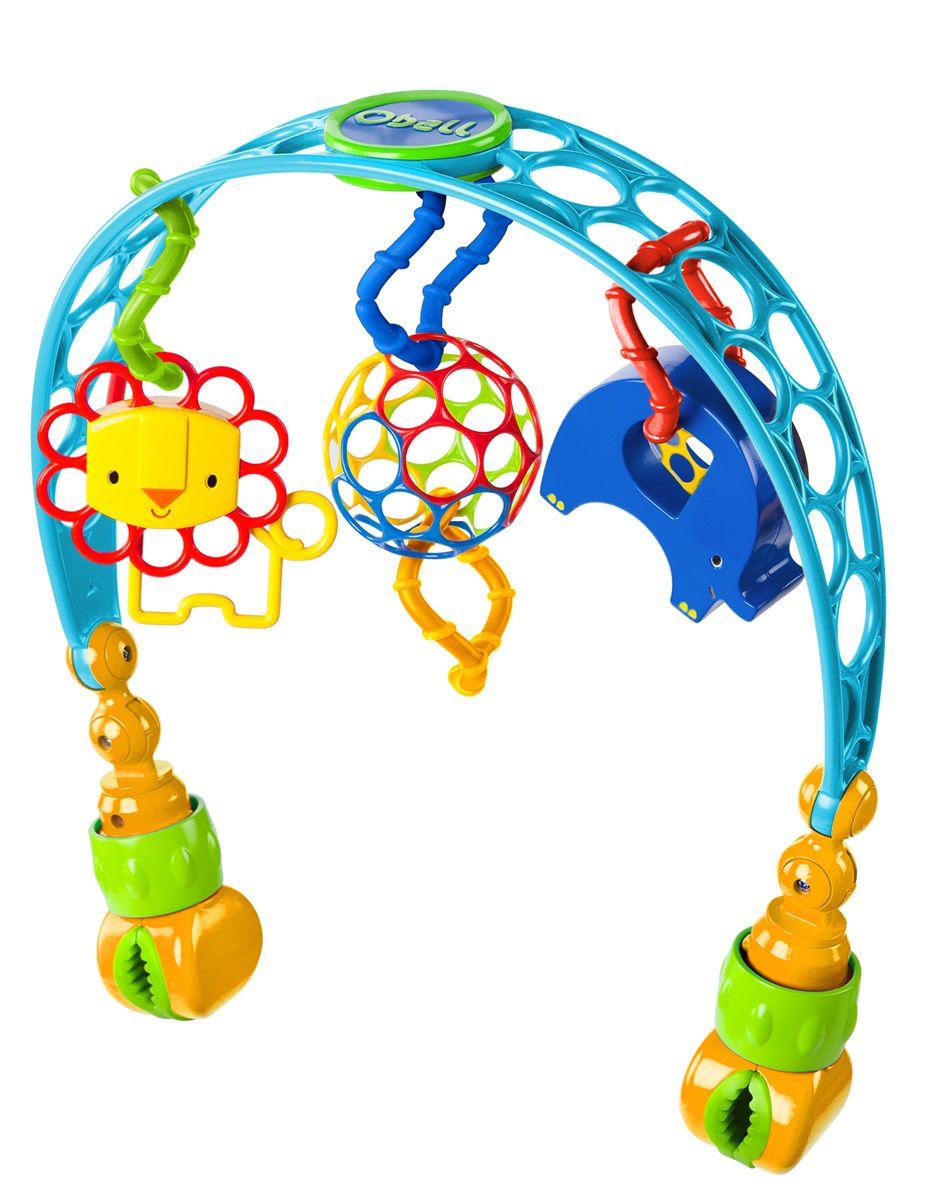 Oball Дуга развивающая на коляску81536Дуга с игрушками состоит из гибкой перекладины, оснащенной по краям удобными зажимами. К дуге пластиковыми кольцами прикреплены игрушки: мячик Oball, лев- погремушка, забавный слоник. Игрушки легко отсоединяются от дуги, их удобно держать маленькими ручками. Веселые игрушки будут радовать вашего малыша во время прогулки! Подвеска с тремя игрушками разного цвета и формы способствует развитию у ребенка ориентации в пространстве, восприятия цвета, формы, звука, тактильных способностей, мелкой моторики рук и навыков захвата. Дуга поможет вашему малышу познавать окружающий мир, развивать воображение, способность к наблюдению и концентрации внимания. Регулируемый угол наклона дуги, чтобы малышу было удобно хватать игрушки. Подходит для большинства колясок и переносных сидений.