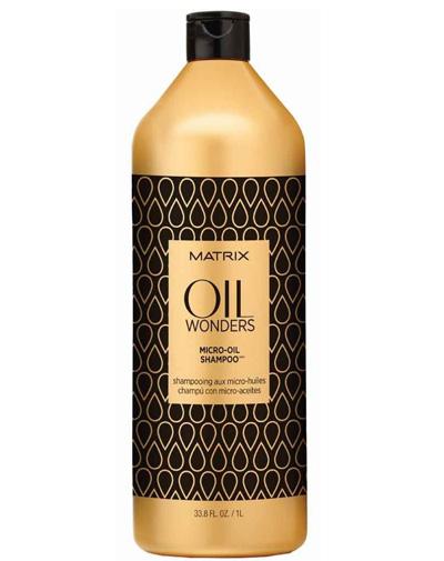 Matrix Oil Wonders Шампунь 1ЛP0959200Легкий шампунь с микро-каплями Марокканского арганового масла нежно очищает и питает волосы, одновременно делая их мягкими и блестящими. Благодаря уникальной технологии шампуня молекула масла представлена в мелкодисперсной форме и равно распределена в составе формулы шампуня. Средство нежно очищает и питает волосы, делая их одновременно невероятно мягкими на ощупь и блестящими. Подходит для всех типов волос.