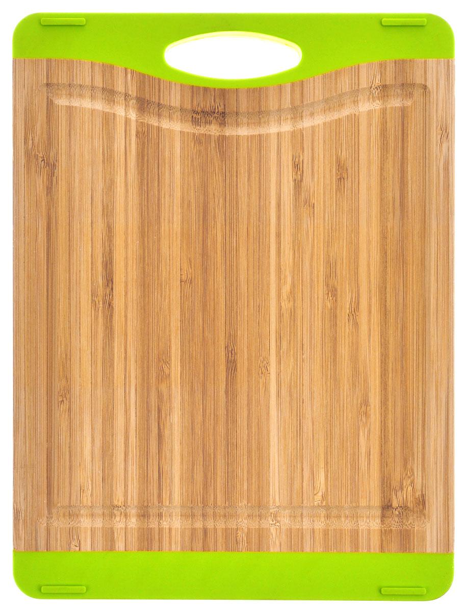 Доска разделочная BergHOFF Studio, 34,5 х 25 см1101606Доска разделочная BergHOFF Studio изготовлена из бамбука. Бамбук обладает природными антибактериальными свойствами. Доска отличается долговечностью, большой прочностью и высокой плотностью, легко моется, не впитывает запахи и обладает водоотталкивающими свойствами, при длительном использовании не деформируется. С двух сторон изделие оснащено силиконовыми вставками. На одной из вставок имеется отверстие для подвешивания в удобном для вас месте. Доска разделочная BergHOFF Studio отлично подойдет для приготовления и сервировки пищи. Не рекомендуется мыть в посудомоечной машине.