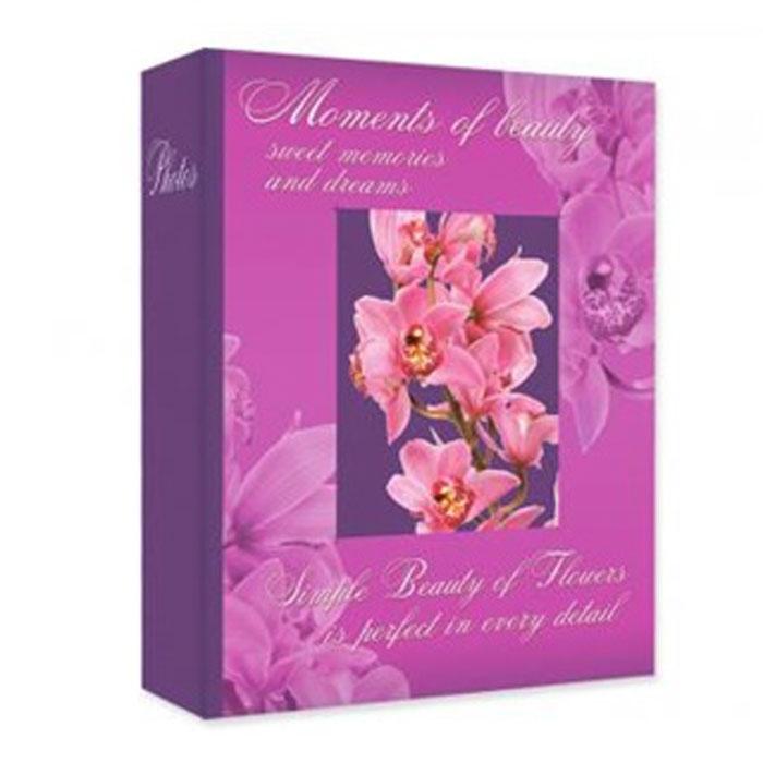 Фотоальбом Euro Album Fresh Aroma, 200 фотографий, 10 x 15 см 2025120251 PP-46200_сиреневый, розовыйФотоальбом Euro Album Fresh Aroma поможет красиво оформить ваши самые интересные фотографии. Обложка, выполненная из толстого картона, декорирована изображением цветка. Внутри содержится блок из 50 белых листов с фиксаторами-окошками из полипропилена. Альбом рассчитан на 200 фотографий формата 10 см х 15 см (по 2 фотографии на странице). Нам всегда так приятно вспоминать о самых счастливых моментах жизни, запечатленных на фотографиях. Поэтому фотоальбом является универсальным подарком к любому празднику. Количество листов: 50.