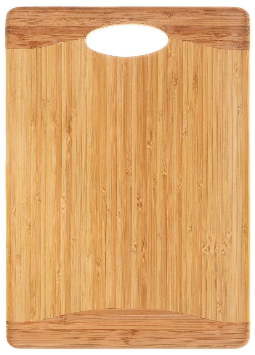 Доска разделочная Kesper, с ручкой, 35 см х 25 см. 5170-15170-1Разделочная доска Kesper изготовлена из натурального дерева. Доска оснащена ручкой для удобства использования. Функциональная и простая в использовании, разделочная доска Kesper прекрасно впишется в интерьер любой кухни и прослужит вам долгие годы. Для мытья использовать неабразивные моющие средства.