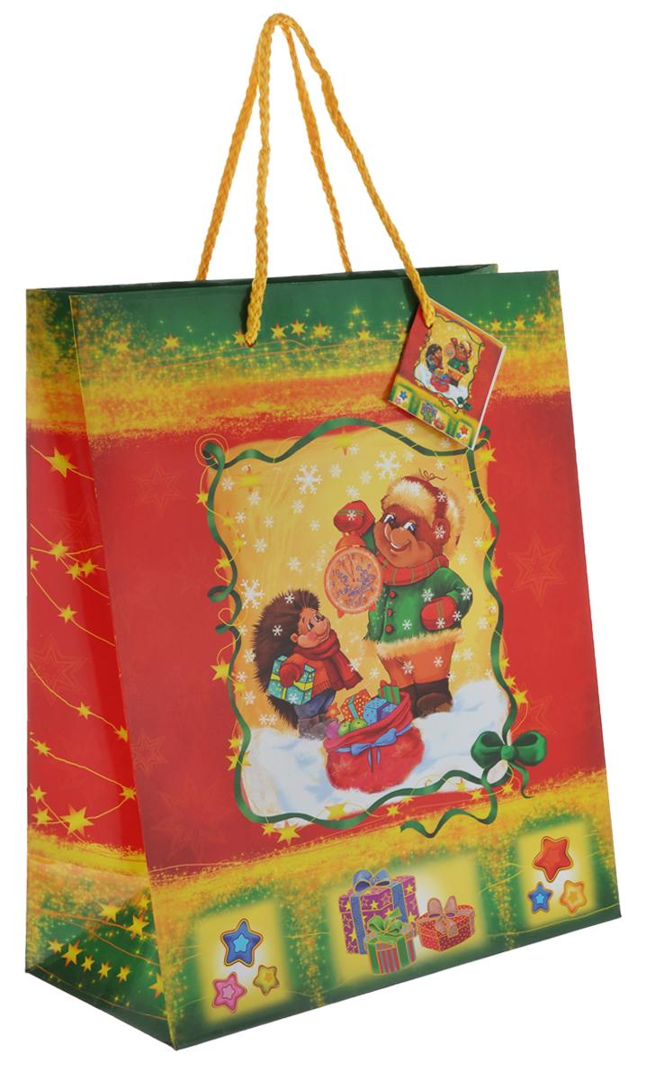 Пакет подарочный Феникс-Презент Медведь и ежик, 26 см х 33 см х 13 см35222Подарочный пакет Феникс-презент Медведь и ежик, изготовленный из плотной бумаги, станет незаменимым дополнением к выбранному подарку. Дно изделия укреплено картоном, который позволяет сохранить форму пакета и исключает возможность деформации дна под тяжестью подарка. Для удобной переноски на пакете имеются две ручки из шнурков. Подарок, преподнесенный в оригинальной упаковке, всегда будет самым эффектным и запоминающимся. Окружите близких людей вниманием и заботой, вручив презент в нарядном, праздничном оформлении. Плотность бумаги: 140 г/м2.