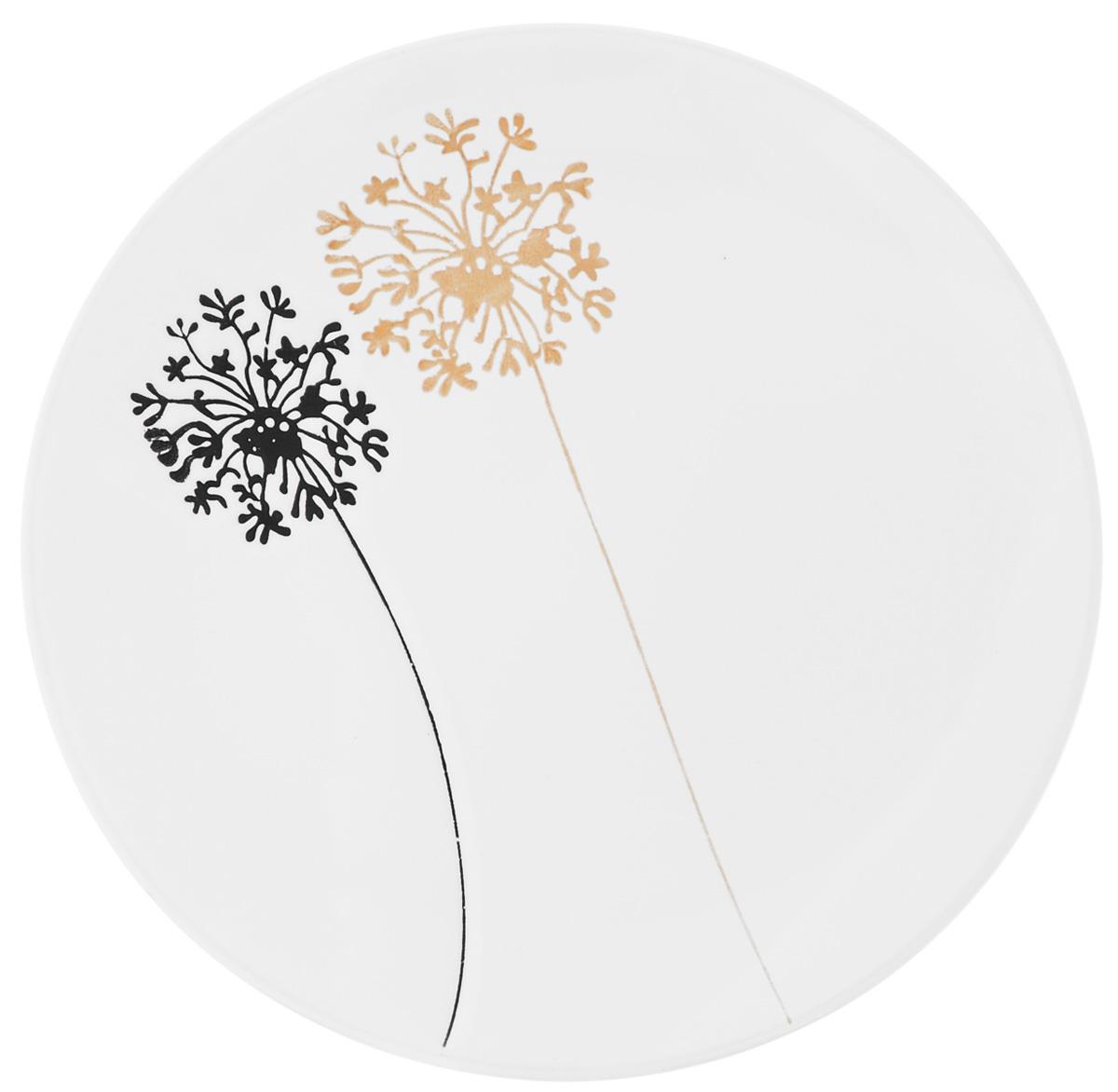 Тарелка обеденная Wing Star Модерн, диаметр 25 смLJ253DPТарелка обеденная Wing Star Модерн изготовлена из высококачественной керамики. Предназначена для красивой подачи различных блюд. Изделие декорировано ярким рисунком. Wing Star - качественная керамическая посуда из обожженной, глазурованной снаружи и изнутри глины с оригинальными рисунками. При изготовлении данной посуды широко используется рельефный способ нанесения декора, когда рельефная поверхность подготавливается в процессе формовки и изделие обрабатывается с уже готовым декором. Благодаря этому достигается эффект неровного на ощупь рисунка, как бы утопленного внутрь глазури и являющегося его естественным элементом. Такая тарелка украсит сервировку стола и подчеркнет прекрасный вкус хозяйки. Можно мыть в посудомоечной машине и использовать в СВЧ. Диаметр: 25 см. Высота: 4 см.