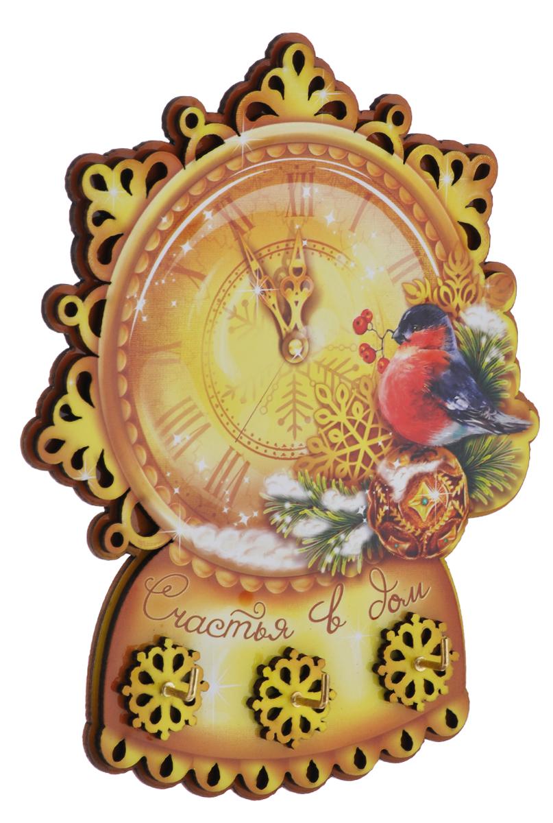 Ключница Sima-land Счастья в дом, 13,7 х 17 см1074227Ключница Sima-land Счастья в дом с тремя металлическими крючками изготовлена из дерева. Изделие выполнено в виде часов, оформлено изображением птицы и надписью: Счастья в дом. На обратной стороне ключницы имеются два отверстия для крепления на саморезы или гвоздики. В комплекте - два квадратика прочной двусторонней клейкой ленты для более прочной фиксации. Такая ключница будет достойным подарком близким и родным на Новый год.