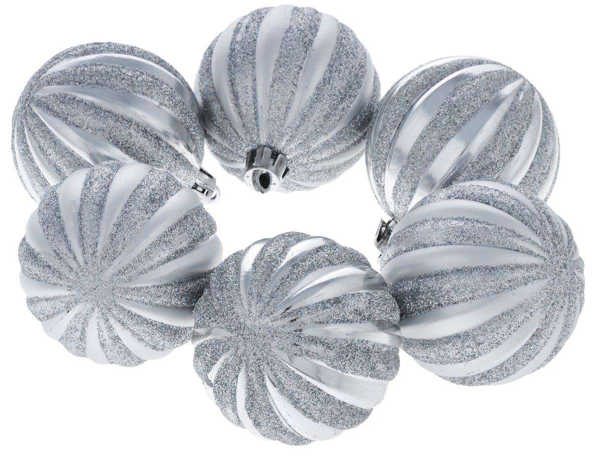 Набор подвесных новогодних украшений Феникс-презент Первый снег, цвет: серебристый, диаметр 6 см, 6 шт39062Набор новогодних подвесных украшений Феникс-презент Первый снег прекрасно подойдет для праздничного декора новогодней ели. Набор состоит из 6 шаров, выполненных из пластика и декорированных блестками. Изделия оснащены специальными петельками для удобного размещения на елке. Елочная игрушка - символ Нового года. Она несет в себе волшебство и красоту праздника. Создайте в своем доме атмосферу веселья и радости, украшая новогоднюю елку нарядными игрушками, которые будут из года в год накапливать теплоту воспоминаний.