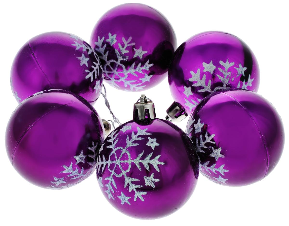 Набор новогодних подвесных украшений Euro House, цвет: фиолетовый, серебристый, диаметр 6 см, 6 шт. ЕХ 9225ЕХ 9225Набор подвесных украшений Euro House прекрасно подойдет для праздничного декора новогодней ели. Набор состоит из 6 пластиковых украшений в виде глянцевых шаров, оформленных изящным изображением снежинок и блестками. Для удобного размещения на елке для каждого украшения предусмотрена петелька, выполненная из текстиля. Елочная игрушка - символ Нового года. Она несет в себе волшебство и красоту праздника. Создайте в своем доме атмосферу веселья и радости, украшая новогоднюю елку нарядными игрушками, которые будут из года в год накапливать теплоту воспоминаний. Откройте для себя удивительный мир сказок и грез. Почувствуйте волшебные минуты ожидания праздника, создайте новогоднее настроение вашим дорогим и близким.