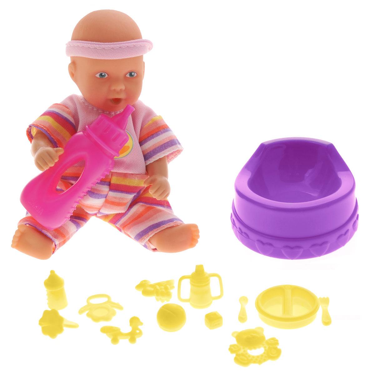 Simba Пупс Mini New Born Baby цвет бутылочки розовый5033195_розовыйПупс Simba Mini New Born Baby непременно приведет в восторг вашу дочурку. Кукла выполнена из высококачественного пластика. В набор входят: пупс, бутылочка, горшок, посуда, 2 погремушки, 2 поильника, соска и различные игрушки. Куколка пьет и писает, совсем как настоящий малыш! Просто напоите ее из входящей в набор бутылочки, и через некоторое время пупс пописает. Руки, ноги и голова куклы подвижны, что позволяет придавать ей разнообразные позы. Игры с куклой способствуют эмоциональному развитию, помогают формировать воображение и художественный вкус, а также разовьют в вашей малышке чувство ответственности и заботы. Великолепное качество исполнения делают этот набор чудесным подарком к любому празднику.