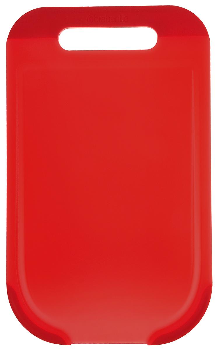 Доска разделочная Brabantia, цвет: красный, 33 х 20 х 1 см109102Прямоугольная разделочная доска Brabantia, выполненная из высококачественного пластика, станет незаменимым аксессуаром на вашей кухне. Ручка и окантовка по краям доски предотвратит ее скольжение по поверхности стола. Функциональная и простая в использовании, разделочная доска Brabantia разнообразит и освежит интерьер кухни, а также прослужит вам долгие годы. Можно мыть в посудомоечной машине.
