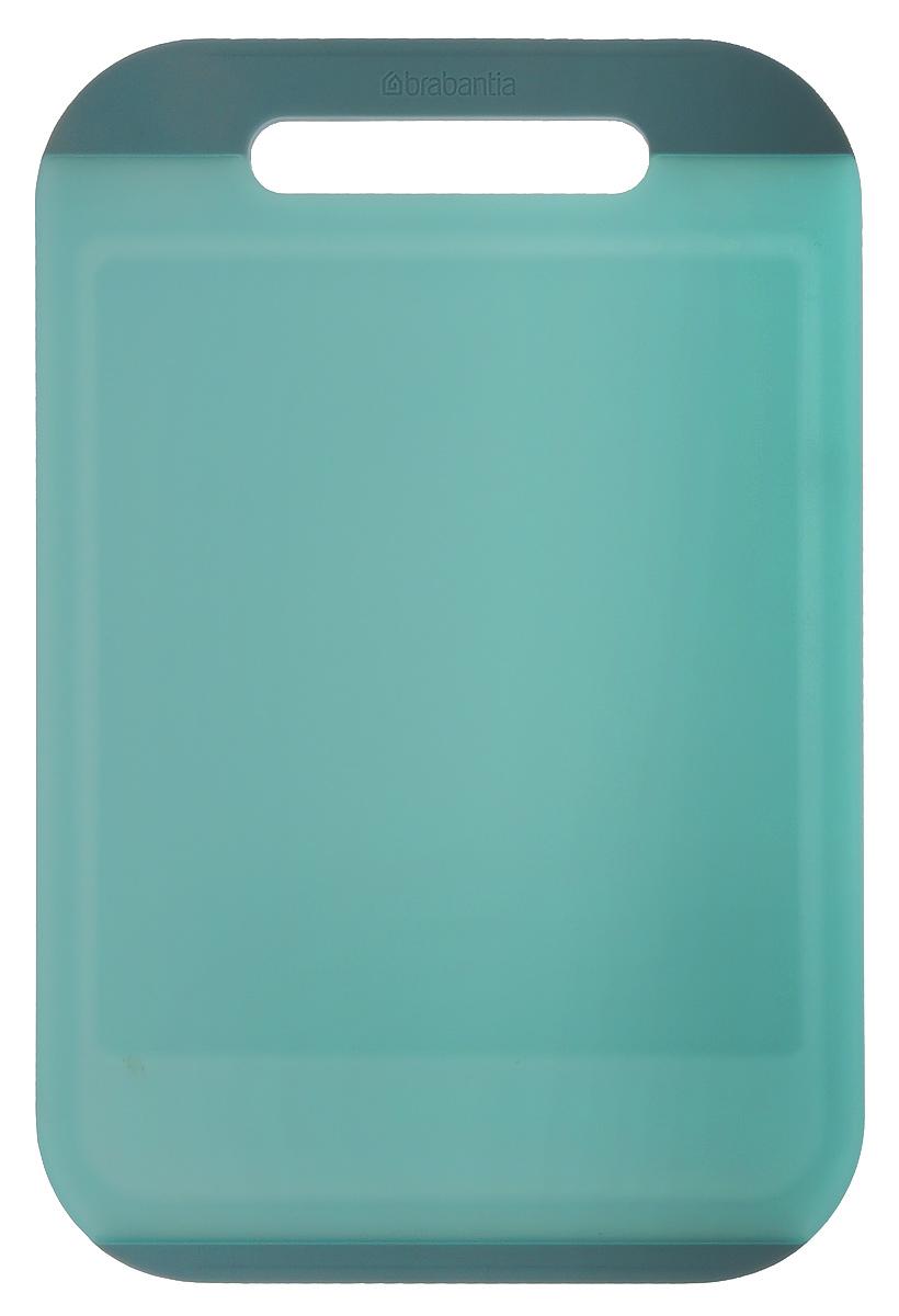 Доска разделочная Brabantia, цвет: мятный, 36,5 см х 25 см х 1 см109126Прямоугольная разделочная доска Brabantia, выполненная из высококачественного пластика, станет незаменимым аксессуаром на вашей кухне. Ручка и окантовка по краям доски предотвратит ее скольжение по поверхности стола. Функциональная и простая в использовании, разделочная доска Brabantia разнообразит и освежит интерьер кухни, а также прослужит вам долгие годы. Можно мыть в посудомоечной машине.