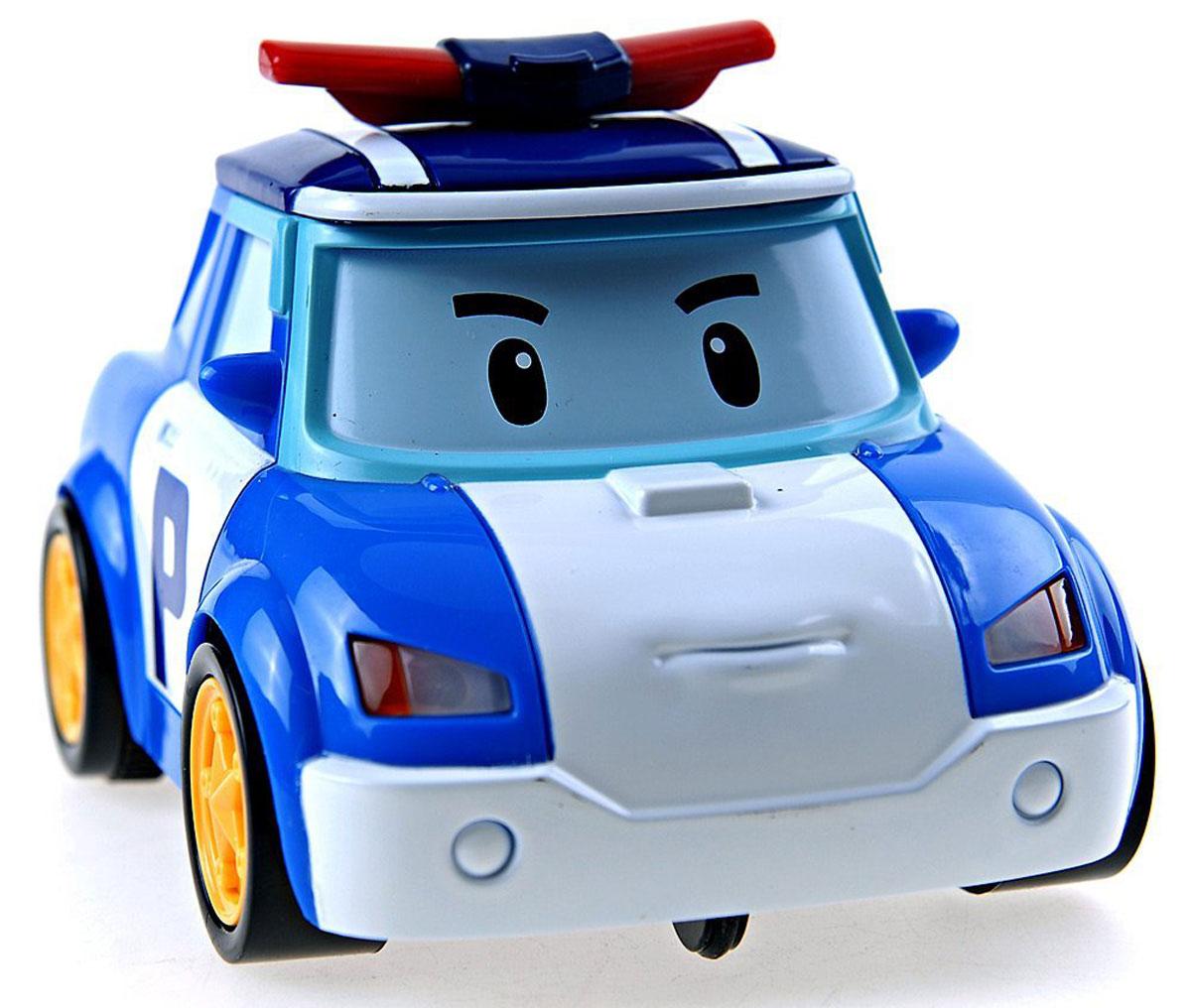 Robocar Poli Игрушка на радиоуправлении Поли83187Радиоуправляемая игрушка со световыми эффектами Поли привлечет внимание вашего ребенка и не позволит ему скучать. Она выполнена из прочного пластика синего и белого цветов в виде полицейской машинки Поли - персонажа мультфильма Робокар Поли и его друзья. Игрушка может двигаться вперед, поворачивать направо и разворачиваться. Во время движения у нее светятся фары. Колеса машинки дополнены резиновыми вставками, которые исключают скольжение игрушки на гладкой поверхности. К машинке прилагается пульт с инфракрасным дистанционным управлением, на котором имеются две крупные кнопки выбора направления движения машинки и кнопка включения. Такая замечательная игрушка подарит вашему малышу массу положительных эмоций! Для работы машинки необходима 3 батареи напряжением напряжением 1,5V типа АА, для работы пульта управления необходима 1 батарея напряжением 9V типа 6LR61 (не входят в комплект).
