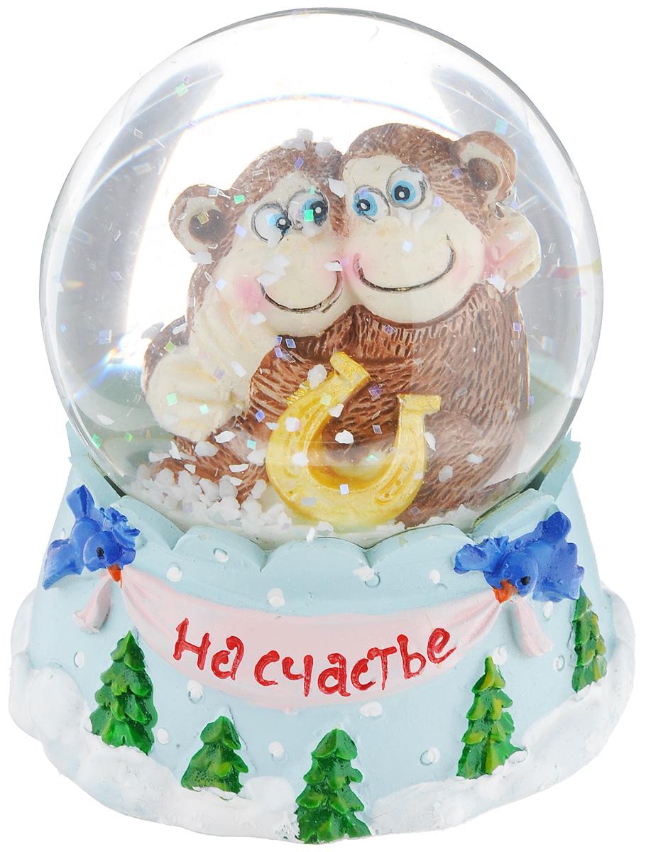 Новогодний водяной шар Sima-land На счастье. Две обезьянки, диаметр 6,5 см1073380Новогодний водяной шар Sima-land На счастье. Две обезьянки прекрасно подойдет для праздничного декора вашего дома. Изделие представляет собой прозрачную сферу с безопасной и нетоксичной жидкостью внутри. Шар помещен на подставку, выполненную из полистоуна и декорированную надписью На счастье. Шар оформлен фигуркой забавных обезьянок. Если потрясти его, то маленькие снежинки и блестки придут в движение, создавая имитацию снегопада. Такой шар поможет вам украсить дом в преддверии Нового года, а также станет приятным подарком, который надолго сохранит память этого волшебного времени года.