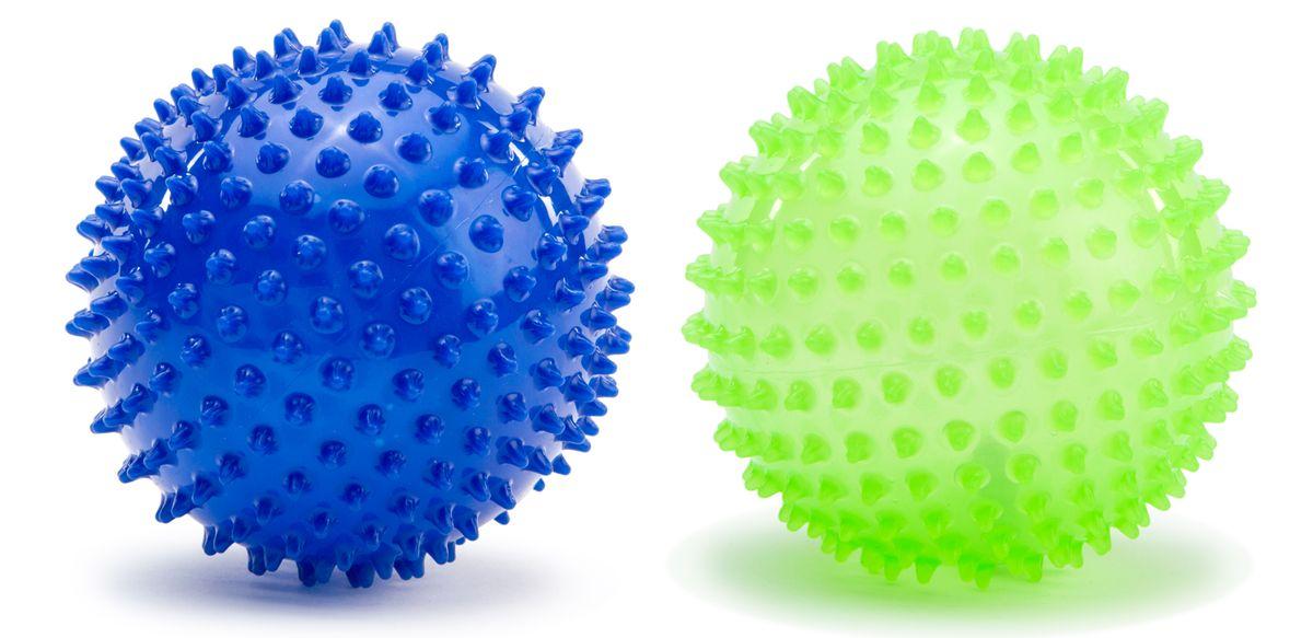 Picnmix Развивающая игрушка Набор из двух малых мячей113002Набор из 2-х массажно-игровых малых (D-12см) мячей синего и светло-зеленого (люминофорный краситель) цветов. Мячи способоствуют гармоничному развитию всей мускулатуры ребенка, тренировке реакции, координации, цветового и тактильного восприятия. Подходит для игр в воде. Мячи снабжены ниппелем.