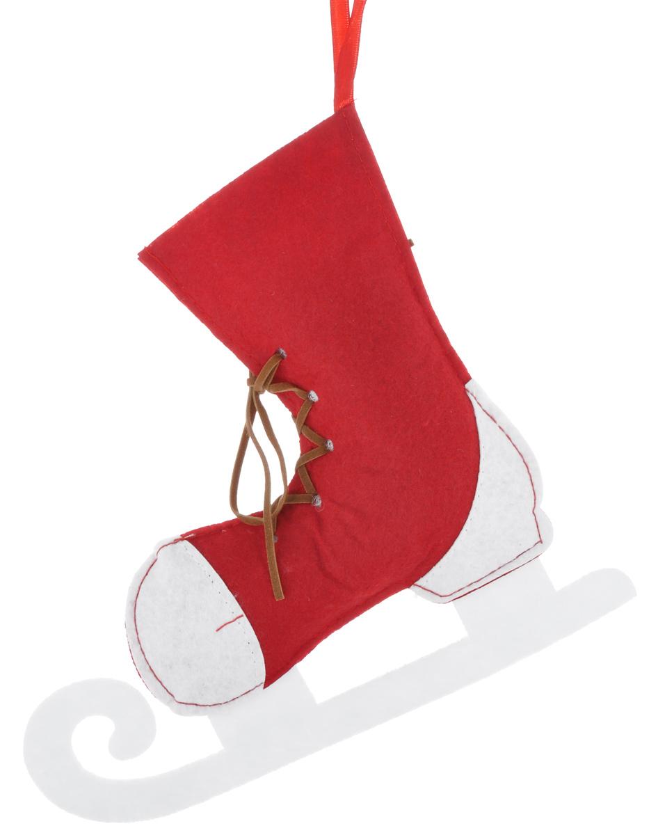 Новогоднее подвесное украшение Феникс-презент Конек38658Новогоднее украшение Феникс-презент Конек, изготовленное из высококачественного синтетического в виде сапожка, прекрасно подойдет для праздничного декора дома и новогодней ели. С помощью специальной текстильной петельки его можно повесить в любом понравившемся вам месте. Но, конечно, удачнее всего такая игрушка будет смотреться на праздничной елке. Елочная игрушка - символ Нового года. Она несет в себе волшебство и красоту праздника. Создайте в своем доме атмосферу веселья и радости, украшая новогоднюю елку нарядными игрушками, которые будут из года в год накапливать теплоту воспоминаний.