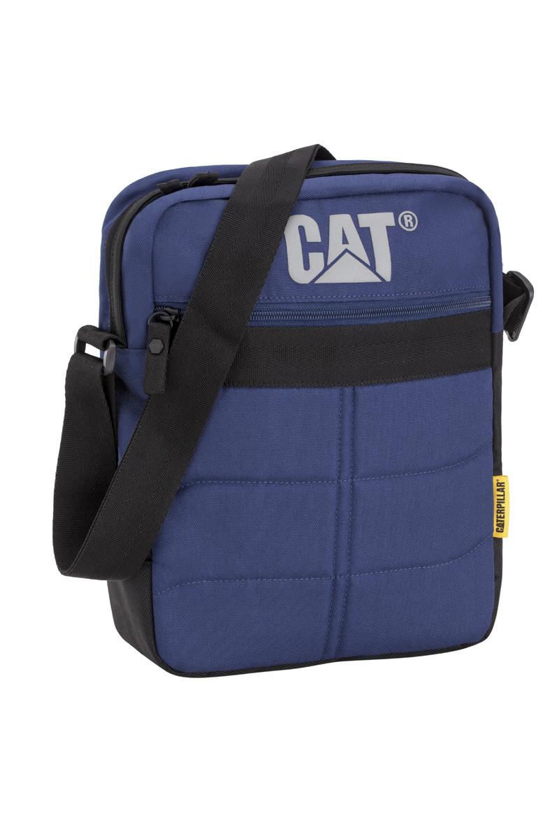 Сумка-планшет Caterpillar Ryan, цвет: темно-синий, черный, 7 л80005-184Стильная сумка-планшет Caterpillar Ryan выполнена из полиэстера. Изделие имеет одно основное отделение, закрывающееся на застежку-молнию. Внутри имеется мягкий карман для планшета, который закрывается на хлястик с липучкой. Снаружи, на передней стенке находится прорезной карман на застежке-молнии. На задней стенке расположен накладной карман на липучке. Сумка оснащена регулируемым текстильным плечевым ремнем. Стильная сумка-планшет Caterpillar Ryan эффектно дополнит ваш образ и станет незаменимой в повседневной жизни.