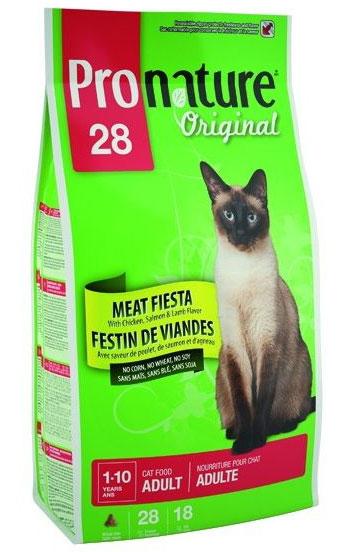 Корм сухой Pronature Мясной Праздник для взрослых кошек, с цыпленком, лососем и ягненком, 2,72кг30038Являясь самыми настоящими хищниками, домашние кошки несомненно предпочитают мясо! Это именно то, что делает рецепт «Мясной праздник» не только аппетитным, но и максимально удовлетворяющим всем потребностям кошки. Отменный вкус этой формулы не сможет оставить равнодушными даже самых привередливых хищников. Состав: мука из мяса курицы (36%), дробленый рис, специально обработанные ядра зерен ячменя, куриный жир, сушеная мякоть свеклы, гидролизат куриной печени, дрожжевая культура, цельное льняное семя, мука из лосося (1%), мука из мяса ягненка (1%), дрожжевой экстракт, соль, экстракт цикория, экстракт Юкки, сушеная клюква, сушеный розмарин, сушеный тимьян. Добавленные вещества: Е672 (витамин А), 15000МЕ/кг, Е671 (витамин D3) 1400 МЕ/кг, витамин Е 75 МЕ/кг, Е1 (железо) 110 мг/кг, Е2 (йод) 2мг/кг, Е3 (кобальт) 1,4 мг/кг, Е4 (медь) 3 мг/кг, Е5 (марганец) 15мг/кг, Е6 (цинк) 114 мг/кг, Е8 (селен) 0,1 мг/кг. Гарантируемые показатели: белок 28%, жир 18%, зола 8%, сырая...
