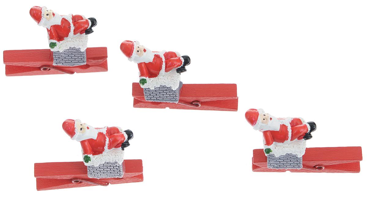 Набор декоративных прищепок Феникс-Презент Рождество, 4 шт34371Набор Феникс-Презент Рождество состоит из 4 декоративных прищепок, выполненных из дерева. Прищепки оформлены декоративными фигурками из полирезины в виде Деда Мороза, сидящего на печной трубе. Изделия используются для развешивания стикеров на веревке, маленьких игрушек, а оригинальность и веселые цвета прищепок будут радовать глаз и поднимут настроение. Размер прищепки: 4,5 см х 0,6 см х 1см Размер фигурки: 2,5 см х 1,7 см х 3 см
