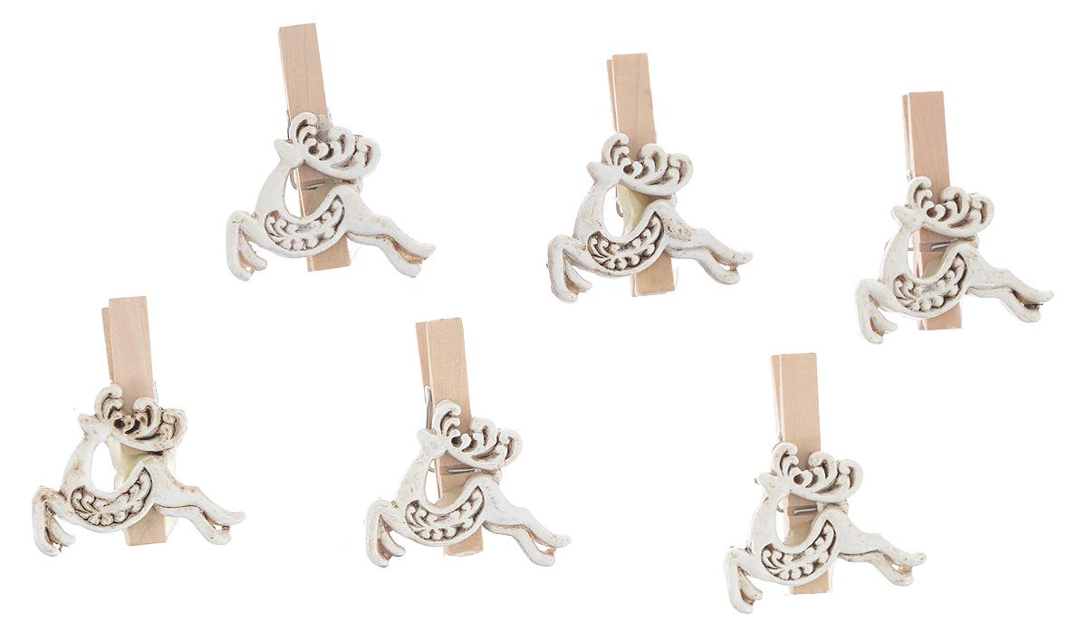 Набор декоративных прищепок Феникс-презент Олени, 6 шт38496Набор Феникс-презент Олени состоит из 6 декоративных прищепок, выполненных из дерева. Прищепки оформлены декоративными фигурками. Изделия используются для развешивания стикеров на веревке, маленьких игрушек, а оригинальность и веселые цвета прищепок будут радовать глаз и поднимут настроение. Размер прищепки: 4,5 см х 1,5 см х 4 см.