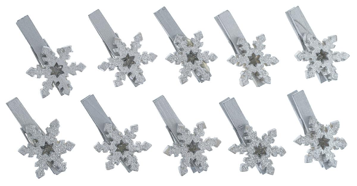Набор декоративных прищепок Феникс-Презент Снежинки, 10 шт34372Набор Феникс-Презент Снежинки состоит из 8 декоративных прищепок, выполненных из дерева. Прищепки оформлены декоративными фигурками из полирезины. Изделия используются для развешивания стикеров на веревке, маленьких игрушек, а оригинальность и веселые цвета прищепок будут радовать глаз и поднимут настроение. Размер прищепки: 4,5 см х 1,5 см х 3 см.