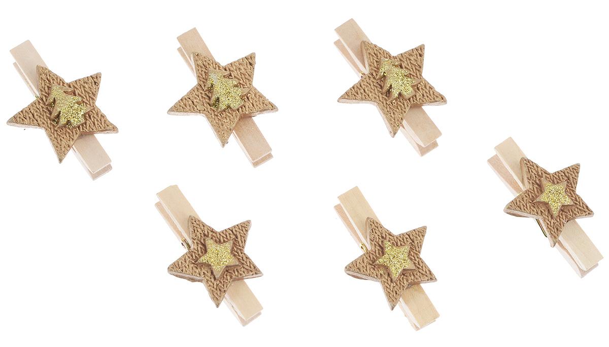 Декоративная прищепка Феникс-презент Звездочки, 6 шт38655Набор Феникс-презент Звездочки состоит из 6 декоративных украшений на прищепке, изготовленных из полирезина и дерева. Изделия станут прекрасным дополнением к оформлению вашего интерьера. Они используются для развешивания стикеров на веревке, маленьких игрушек, а оригинальность и веселые цвета прищепок будут радовать глаз и поднимут настроение.
