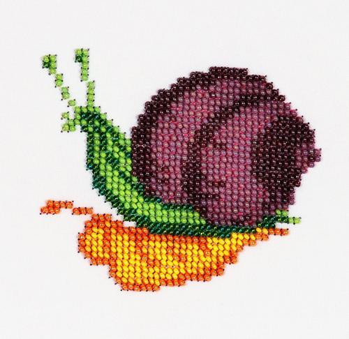 Набор для вышивания бисером Бисеринка Улитка, 9 см х 10 см549642Набор для вышивания Бисеринка Улитка поможет вам создать свой личный шедевр - красивую картину, вышитую бисером на канве. Вышивание отвлечет вас от повседневных забот и превратится в увлекательное занятие! Работа, сделанная своими руками, создаст особый уют и атмосферу в доме и долгие годы будет радовать вас и ваших близких, а подарок, выполненный собственноручно, станет самым ценным для друзей и знакомых. Набор содержит: - бисер Preciosa Ornels (Чехия), - ткань (габардин) с нанесенным цветным рисунком-схемой, - игла, - инструкция на русском языке.