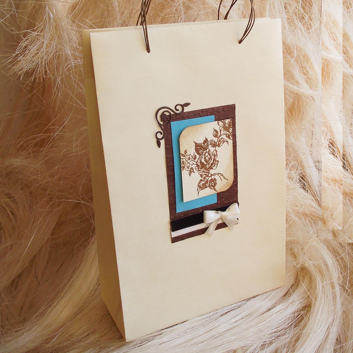 Пакет ручной работы, 20х30х8 см. Автор Татьяна Саранчукова.BAG-C-006BAG-C-006пакет ручной работы с винтажным изображением цветка. Язык: русский, английский.