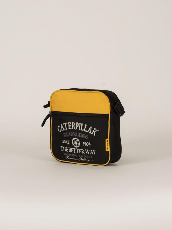 Сумка-планшет Caterpillar Cylinder, цвет: черный, желтый, 4 л. 82602-1282602-12Стильная сумка-планшет Caterpillar Cylinder выполнена из полиэстера. Изделие имеет одно отделение, которое закрывается на застежку-молнию. Внутри имеется мягкий карман для планшета, закрывающийся на хлястик с липучкой. Снаружи, на передней стенке находится прорезной карман на застежке-молнии. На задней стенке предусмотрен накладной карман на липучке. Сумка оснащена текстильным плечевым ремнем, который регулируется по длине. Стильная сумка-планшет Caterpillar станет незаменимой в повседневной жизни.