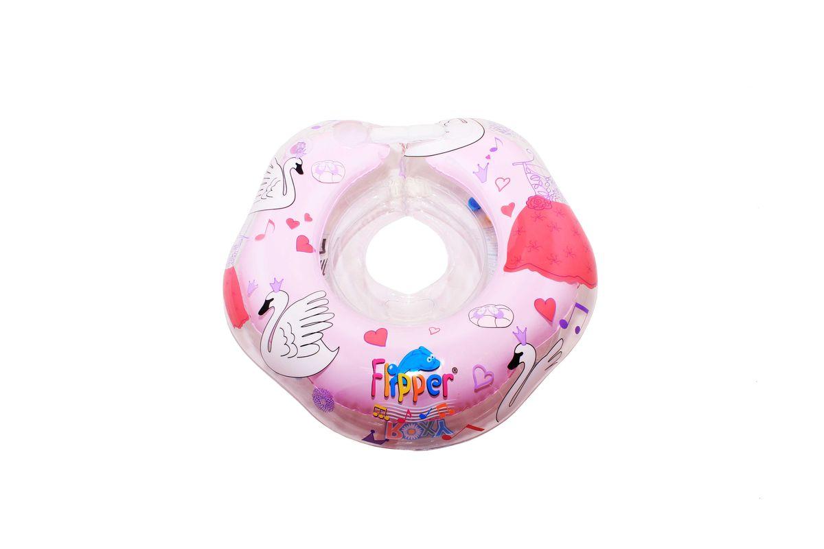 Roxy-kids Круг музыкальный на шею для купания малышей с рождения Flipper Лебединое озеро цвет розовыйFL005Музыкальный круг для плавания новорожденных Roxy Flipper с музыкой из балета Лебединое озеро разработан специально для того, чтобы сделать купание недавно появившихся на свет детей, а также ребят в возрасте до двух лет, интересным и безопасным. Это отличный помощник для родителей, которым теперь не нужно постоянно нагибаться, чтобы помогать малышу держаться на воде. Мелодия из балета Лебединое озеро успокаивает малыша и делает купание еще более увлекательным для него. Безопасность музыкального круга усилена благодаря наличию второго внутреннего круга (внутренней камеры). Этот круг изготовлен из прочного и надежного современного полимерного материала. Фиксация круга на шее малыша обеспечивается двумя удобными регулируемыми застежками-липучками и карабином из качественной пластмассы. Специально обработанный внутренний шов препятствует излишнему давлению на кожу ребенка. Встроенные в круг батарейки надежно защищены от попадания влаги и рассчитаны примерно на 4-5 месяцев...