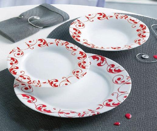 Набор столовой посуды Luminarc Jazzy Pure, 18 предметовJ6231Набор Luminarc Jazzy Pure состоит из 6 суповых тарелок, 6 обеденных тарелок, 6 десертных тарелок. Изделия выполнены из ударопрочного стекла, имеют яркий дизайн с рисунком по краям и классическую круглую форму. Посуда отличается прочностью, гигиеничностью и долгим сроком службы, она устойчива к появлению царапин и резким перепадам температур. Такой набор прекрасно подойдет как для повседневного использования, так и для праздников или особенных случаев. Набор столовой посуды Luminarc Jazzy Pure - это не только яркий и полезный подарок для родных и близких, а также великолепное дизайнерское решение для вашей кухни или столовой. Можно мыть в посудомоечной машине и использовать в микроволновой печи. Диаметр суповой тарелки: 22 см. Высота суповой тарелки: 3 см. Диаметр обеденной тарелки: 26 см. Высота обеденной тарелки: 2 см. Диаметр десертной тарелки: 19 см. Высота десертной тарелки: 1,5 см.