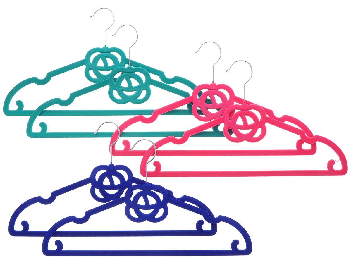 Набор вешалок El Casa Розочки, цвет: зеленый, розовый, синий, 6 шт150017Набор вешалок El Casa Розочки состоит из 6 разноцветных вешалок, изготовленных из пластика c велюровым антискользящим покрытием. Изделия имеют легкий и прочный каркас, вращающийся крючок, перекладину и выемки для юбок или маечек. Вешалка - это незаменимая вещь для того, чтобы ваша одежда всегда оставалась в хорошем состоянии. Набор El Casa Розочки станет практичным и полезным в вашем гардеробе. С ним ваша одежда избежит ненужных растяжек и провисаний. Комплектация: 6 шт. Размер вешалки: 40 см х 0,5 см х 22,5 см.