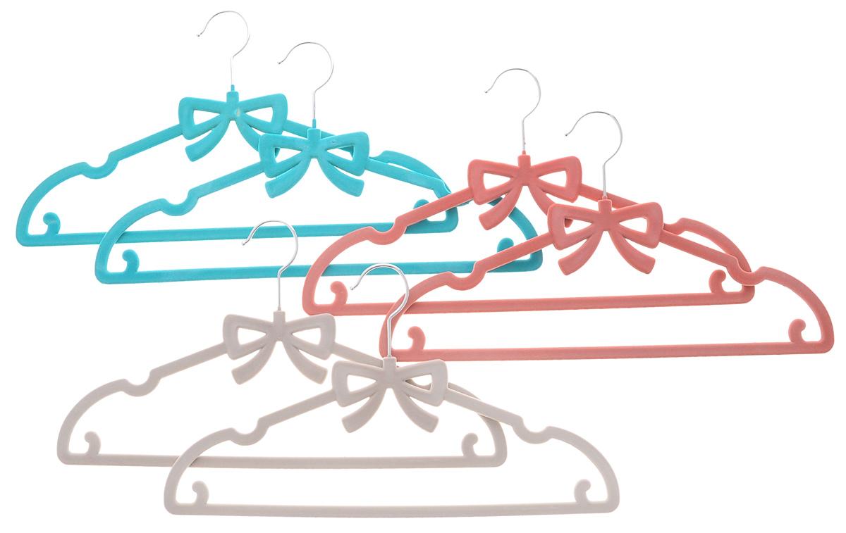 Набор вешалок для одежды El Casa Бант, цвет: бирюзовый, темно-розовый, светло-серый, 6 шт150023Набор El Casa Бант состоит из шести разноцветных вешалок, изготовленных из пластика с велюровым антискользящим покрытием. Благодаря перекладине и двум крючкам вешалка подходит для универсального использования, а также для изделий из деликатных тканей. Набор El Casa Бант станет практичным и полезным в вашем гардеробе. С ним ваша одежда избежит ненужных растяжек и провисаний. Комплектация: 6 шт. Размер вешалки: 40 см х 0,5 см х 22 см.