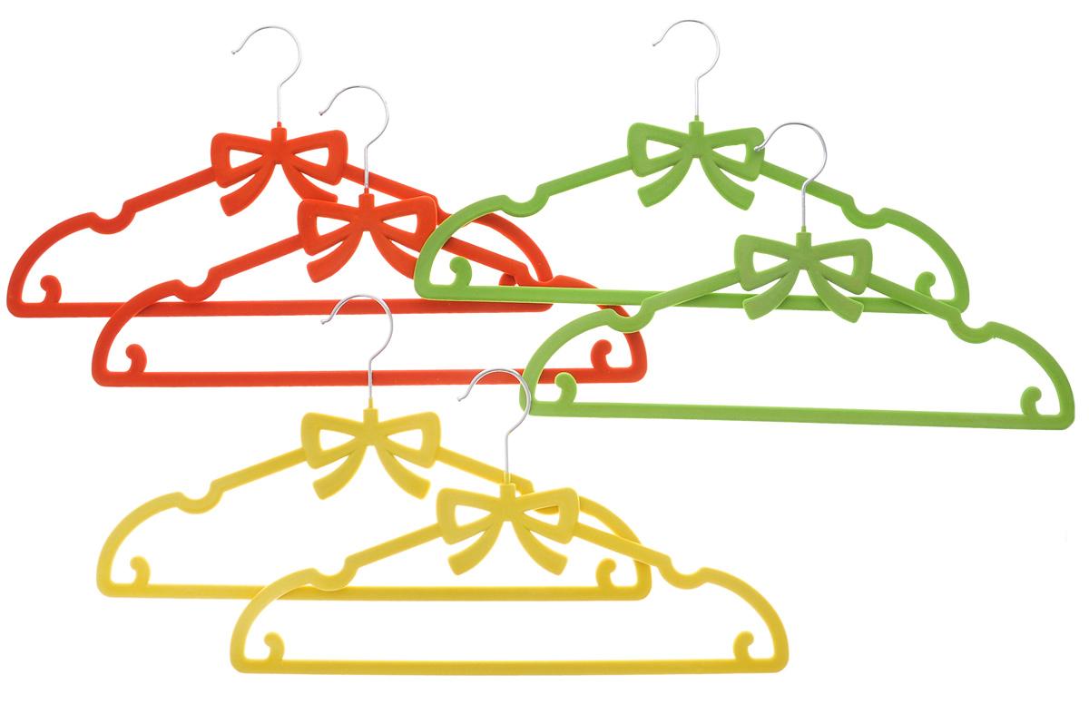 Набор вешалок для одежды El Casa Бант, цвет: зеленый, желтый, кирпичный, 6 шт150022Набор El Casa Бант состоит из шести разноцветных вешалок, изготовленных из пластика с велюровым антискользящим покрытием. Благодаря перекладине и двум крючкам вешалка подходит для универсального использования, а также для изделий из деликатных тканей. Набор El Casa Бант станет практичным и полезным в вашем гардеробе. С ним ваша одежда избежит ненужных растяжек и провисаний. Комплектация: 6 шт. Размер вешалки: 40 см х 0,5 см х 22 см.