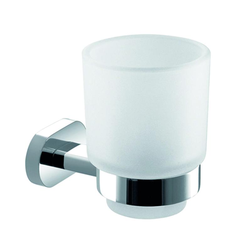 Стакан подвесной Gro Welle MandarinMDR551Стакан для ванной комнаты Gro Welle Mandarin изготовлен из высококачественного матового стекла. Для стакана предусмотрен специальный держатель, выполненный из латуни с хромированным покрытием. Хромоникелевое покрытие Crystallight придает изделию яркий металлический блеск и эстетичный внешний вид. Имеет водоотталкивающие свойства, благодаря которым защищает изделие. Устойчив к кислотным и щелочным чистящим средствам. Изделие быстро и просто крепится к стене, крепежные материалы входят в комплект. В стакане удобно хранить зубные щетки, пасту и другие принадлежности. Диаметр стакана по верхнему краю: 7,4 см. Высота стакана: 9,8 см. Отступ стакана от стены: 10,65 см.