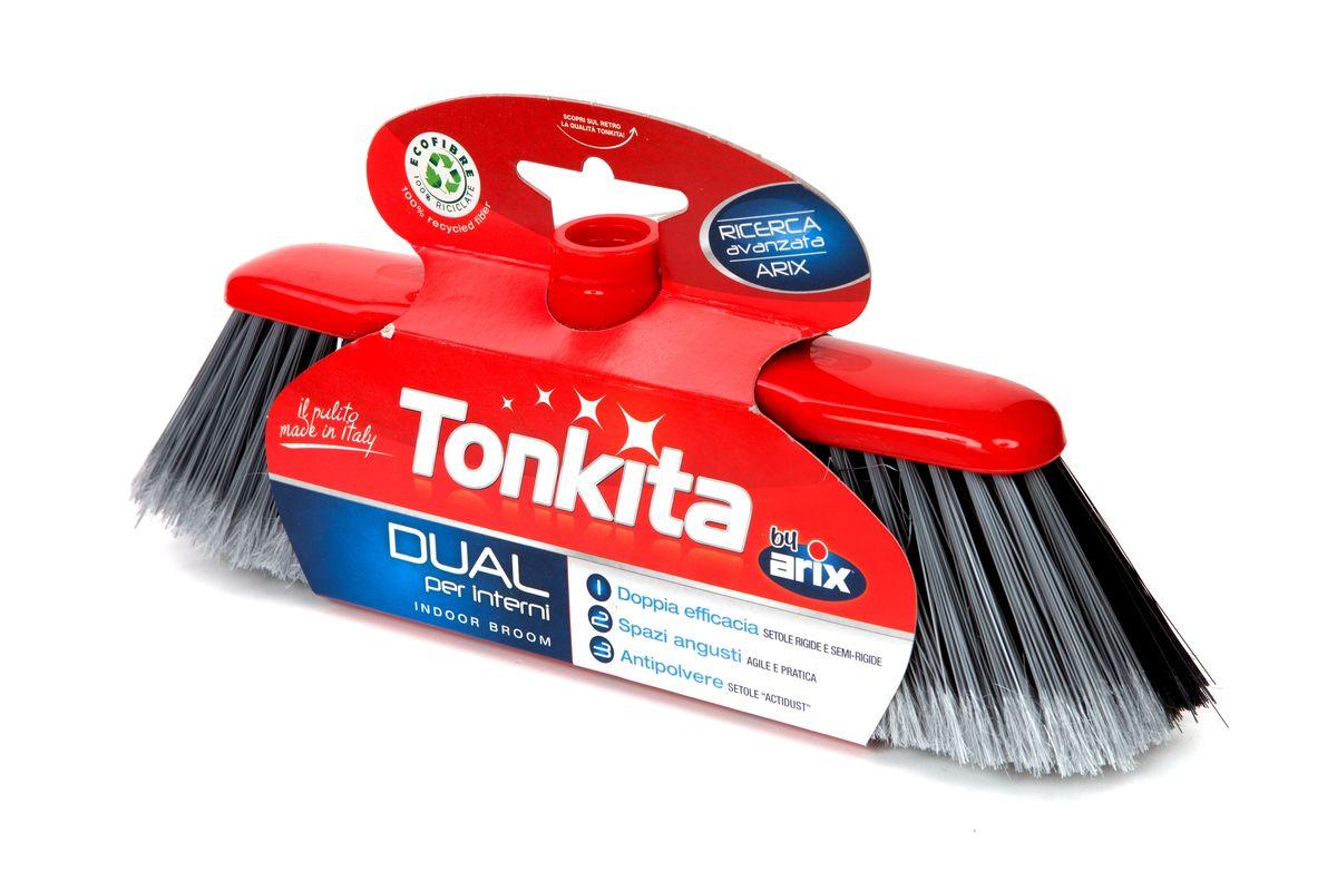 Щетка для уборки пола Tonkita DualTK625Щетка для уборки пола Tonkita Dual идеальна для поверхностей любого типа. Специальные щетинки Актидаст соберут даже очень мелкую пыль. Щетка имеет комбинированную щетину - мягкую и жесткую. Удобна и практична для уборки в труднодоступных местах. Резьба подходит для всех стандартных черенков. Размер рабочей поверхности: 28 см х 5 см. Высота щетины: 8 см.