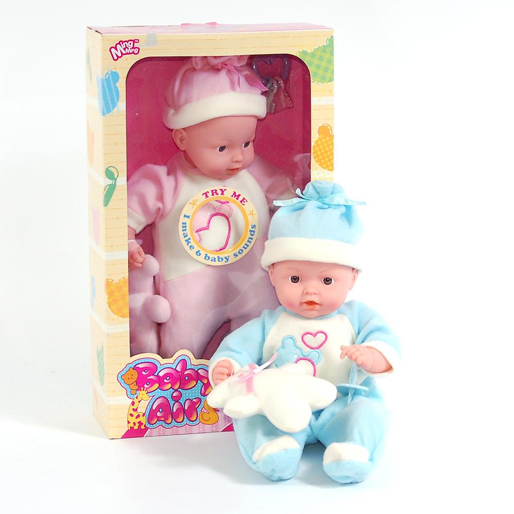 Кукла W03863 Пупс со звуком, в одежде, в коробкеW03863Девочки очень любят подражать мамам, поэтому им нужен собственный малыш, которого можно кормить, поить и укладывать спать. Его роль сможет выполнить представленный симпатичный пупс. Кукла работает с помощью трех батареек вида AA 1.5V, говорит мама, папа, агукает, плачет и смеется. Размер коробки: 38*21,5*10 см, высота игрушки: 36 см, вес: 549 г.