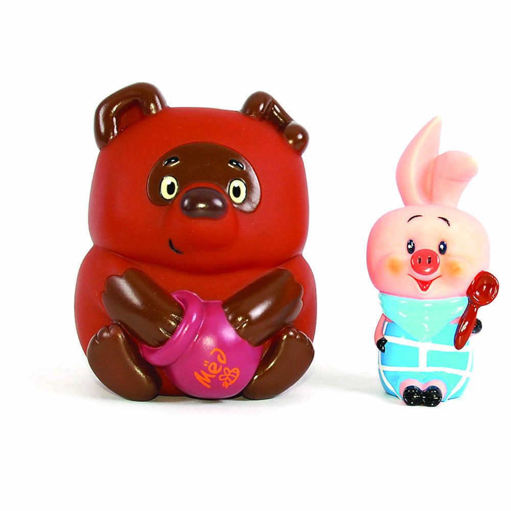 Пластизоль GT3381 Винни Пух и Пятачок, в пакетеGT3381Очень милые игрушки для детишек, любящих Винни-Пуха и Пятачка! Они очень похожи на мультяшных героев. Занимательная игрушка для игры в воде. Знакомит малыша с героями мультфильмов. Развивает координацию движений. Яркие цвета развивают цветоощущения ребенка. Размер игрушек: 12 и 10 см.