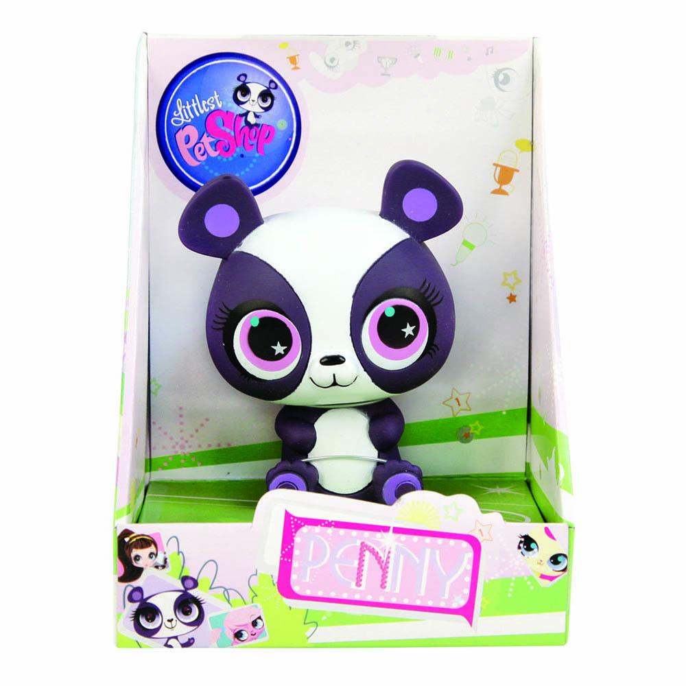 Плаcтизоль GT6683 Панда Пенни, в блистереGT6683Панды - это одни из самых милых и симпатичных медведей в мире. Они являются любимцами любого зоопарка. Панда Пенни - одна из героинь знаменитого маленького зоомагазина Littlest Pet Shop. У игрушки небольшой размер, поэтому ее легко держать в руках, это развивает у ребенка мелкую моторику. Игрушка сделана из прочного гипаллергенного материала. Ее можно брать с собой на улицу или играть с ней дома, а также в ванне, ведь она отлично плавает. Ребенок будет играть с ней, пока вы его моете. Играя с Пандой Пенни, малыш будет развивать воображение и усидчивость. Панда Пенни в блистере от компании Hasbro станет прекрасной частью вашей игрушечной коллекции.