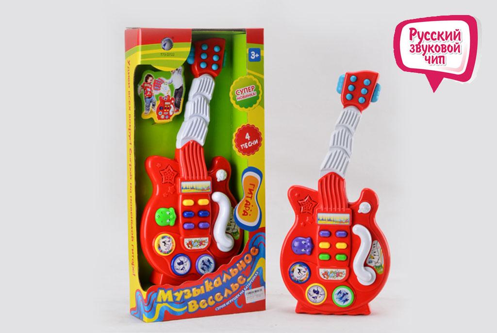 Гитара 011 Музыкальное веселье со звуком, в коробке986351R/T73-D722После включения детский музыкальный инструмент начинает двигать сцементированным грифом в разные стороны в такт музыке, которая доносится из динамиков. Игрушечная гитара для детей оснащена несколькими кнопками, которые включают веселые песни, задорные мелодии или выключают игрушку полностью. Такая детская игрушка подойдет отлично для сюжетно-ролевых игр и выступлений, ведь на ней закреплен специальный рычаг, который при взаимодействии, начинает издавать такие звуки, как вроде Ваш малыш самостоятельно бьет по струнам.