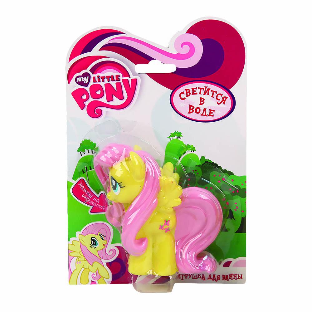 Пластизоль GT8146 Пони Флаттершай, со светом, в блистереGT8146Только появившись, мультсериал My Little Pony сразу же обрел популярность среди маленьких девочек. В нем рассказываются истории и приключения волшебных пони. Флаттершай является одной из героинь этих сказок. У нее большие выразительные глазки, в которых можно утонуть. На голове маленькие ушки, а на спине крылышки. Тело пони окрашено в желтый цвет, а грива и хвост в розовый. Пони отлично плавает, поэтому ее можно брать с собой в ванну. С ней ребенок будет играть, пока вы его моете. Кроме того, игрушку можно взять на улицу или играть с ней дома. Пони Флаттершай обязательно придется по душе вашей маленькой девочке. Светится на суше и в воде, благодаря индикатору в нижней части. Высота игрушки 9 см. Работает от 1-й CR2016 (входит в комплект).