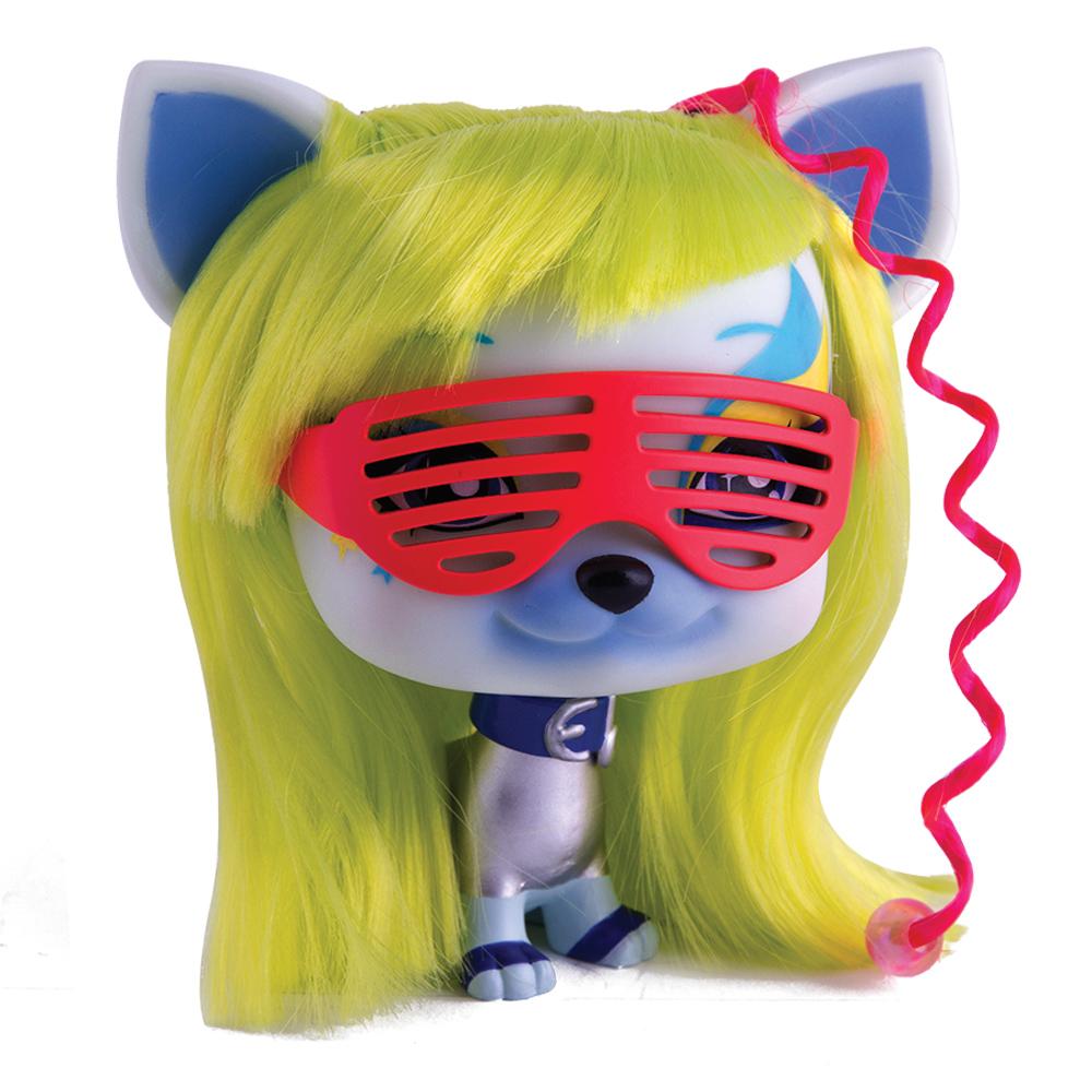 Собака Луна с аксессуарами711358Собачка Луна (Luna) - успешный ди-джей. Её музыку можно услышать на любом танцполе. Она очень веселая, общительная личность.У собачки шикарные желтые волосы, которые можно укладывать в различные замысловатые прически с помощью множества аксессуаров, входящих в комплект. Любимый аксессуар Луны – розовые очки с интересным дизайном. В набор входят всевозможные аксессуары для создания причесок - расческа, заколки и украшения для волос, серьги и ошейник для собачки.
