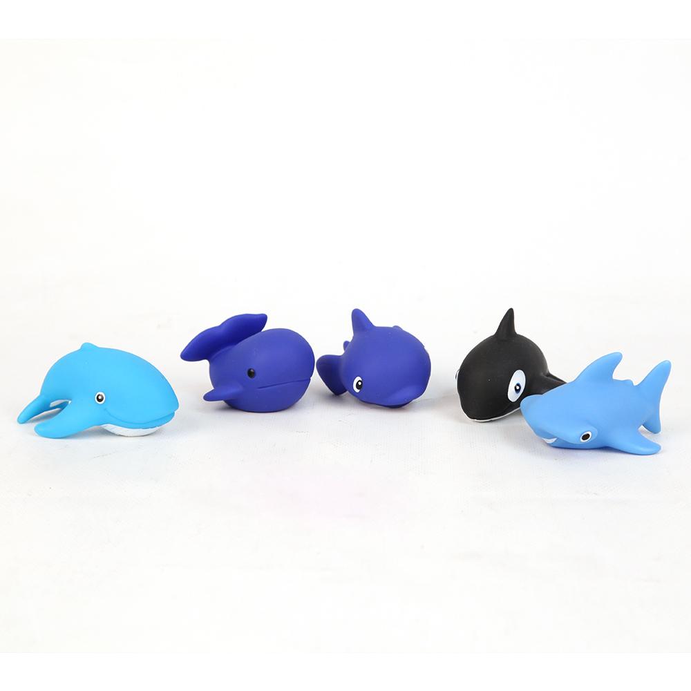 Пластизоль GT8758 Морские гиганты, 5 шт. в сеткеGT8758Набор Затейники Морские гиганты - это замечательный игровой набор для купания, который станет отличным подарком для любого малыша. В процессе игры ребенок будет выдумывать различные сюжеты, развивая свое воображение. Фигурки животных сделаны из пластизоли, детально раскрашены и гладкие на ощупь, что особенно понравится ребенку. Пластизоль - это современный безопасный материал, не вызывающий у детей аллергию и раздражение.