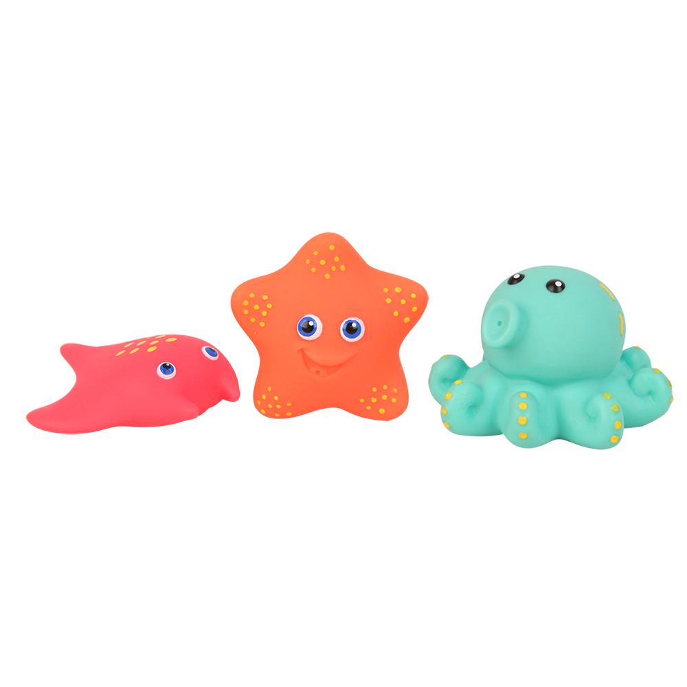 Пластизоль GT8759 Морские жители, в ассортименте, 3 шт. в сеткеGT8759Забавные игрушки выполнены в форме милых морских животных: морского конька, осьминога, маленькоЙ морской звездочки и других обитателей водного мира. Выполнены изделия из высококачественного пластизоля — материала, который абсолютно не боится воды. По этой причине малыш всегда может взять игрушки с собой в ванну. Во время купания они смогут его отвлечь, превратив надоедливую и скучную процедуру в веселую игру.