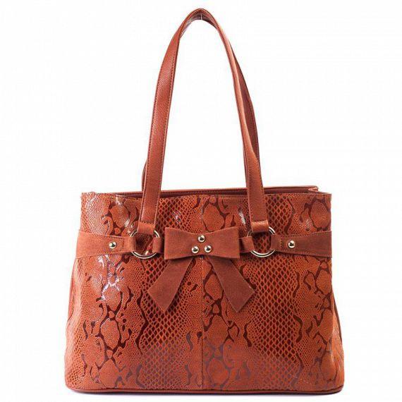 Сумка женская Milana, цвет: рыжий. 142683-1-126142683-1-126Элегантная сумка Milana выполнена из искусственной и натуральной кожи. Изделие спереди декорировано под кожу рептилии и оригинальным бантом и металлическими деталями. Сумка закрывается на застежку-молнию. На лицевой стороне изделия - один втачной карман на застежке-молнии. Внутри - одно большое отделение, разделенное на две части средником с карманом на застежке-молнии. Также внутри - один втачной карман на застежке-молнии и два не больших накладных кармашка для телефона и разных мелочей. На дне сумки расположены металлические ножки, что помогает защитить ее от механических повреждений. В этом сезоне этот модный аксессуар поможет вам быть в тренде!